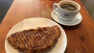 ハム&チーズクロワッサンとアメリカンコーヒー