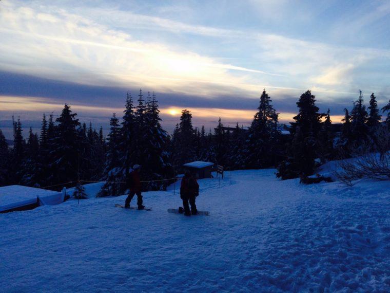 バンクーバーでスノボ スキー場 夜景 グラウス