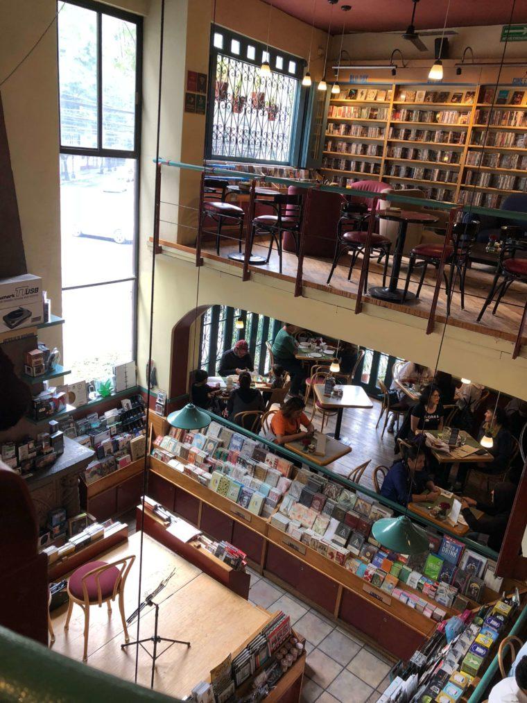 メキシコシティおすすめカフェ演奏も聞ける本屋さんカフェ