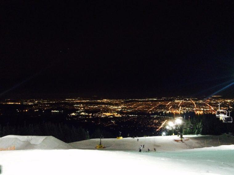 バンクーバー付近のゲレンデ スキー場 グラウスマウンテン 夜景