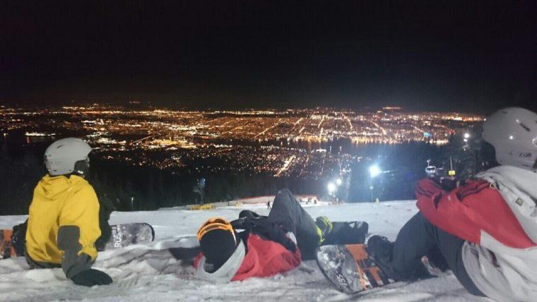 バンクーバーでスノボ 夜景きれいすぎた