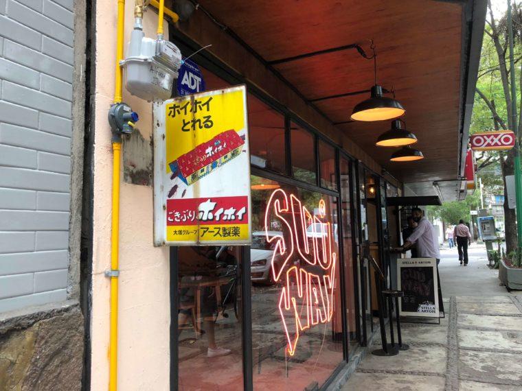 メキシコシティ レストランにごきぶりホイホイ