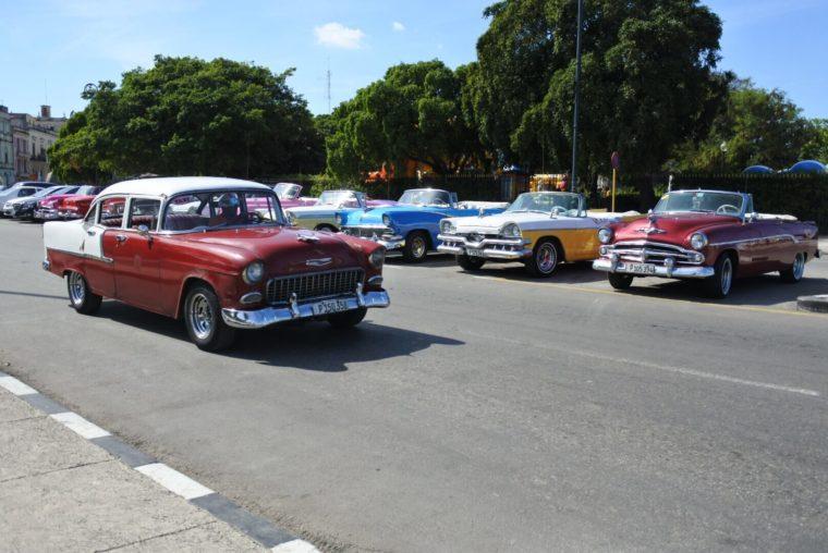 キューバには50sのクラシックカーがたくさん