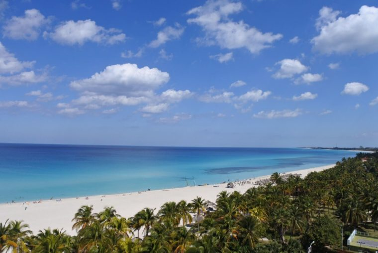キューバ、バラデロのビーチ 美しいカリブ海