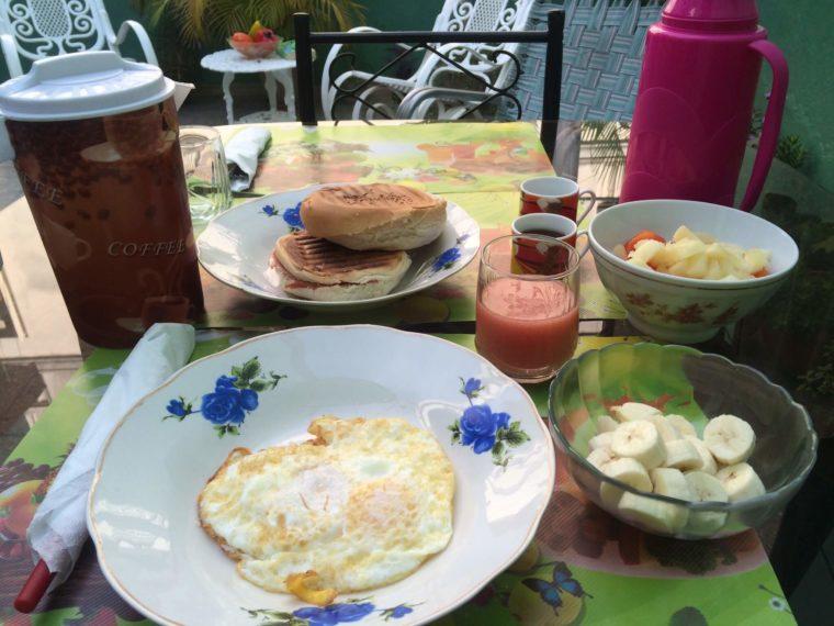 キューバの首都ハバナのカサ(民宿)で食べた朝ごはん
