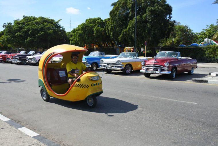 バンクーバーからキューバ 首都のハバナではクラシックカーがたくさん走ってた