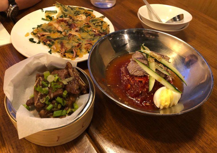 バンクーバーの韓国料理レストランKOSOOの料理スパイシー冷麺