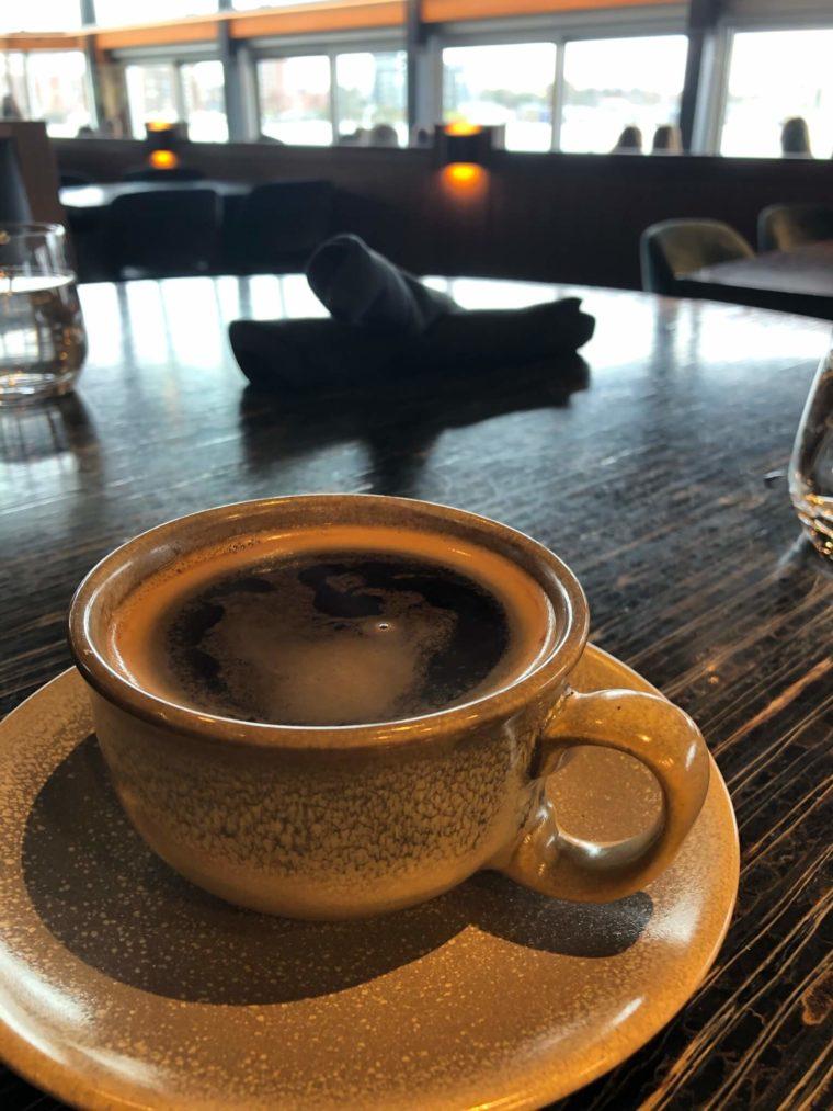 ビクトリアの海沿いおしゃれカフェ